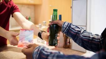 Bei Testkäufen ist jeder fünfte Minderjährige illegal an Alkohol gekommen. Gegenüber den Vorjahren hat sich die Situation jedoch verbessert.