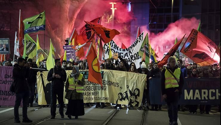 Am 22. Januar organisiert ein Bündnis aus Jusos und Jungen Grünen auf den Helvetiaplatz die Demonstration «Züri gäge s'WEF». Bild: (23. Januar 2018)