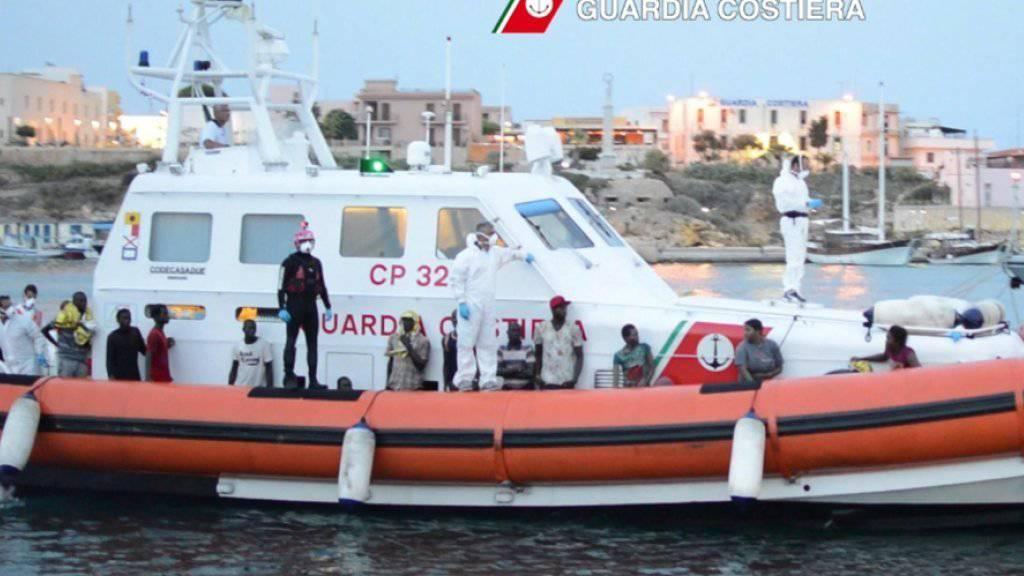 An einem Tag: Über 1100 Flüchtlinge vor Libyens Küste aufgegriffen und nach Italien gebracht (Archivbild)