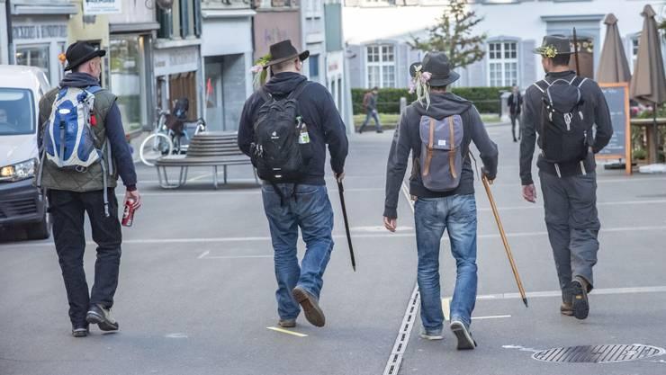 Diese vier waren Traditionalisten: Sie liefen punkt acht Uhr aus dem Stedtli in Richtung Wald.