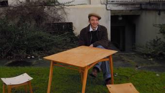 Schreiner Simon Spotti mit dem Klappmöbel Plio. tg