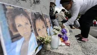 Nach dem Tötungsdelikt an der jungen Frau hatten Ende Mai 2013 in Lausanne zahlreiche Menschen gegen die Strafvollzugsbehörden demonstriert. (Archiv)