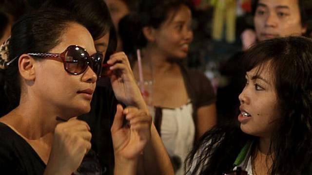 Einkaufen spätabends in den Strassen von Bangkok ist wieder möglich