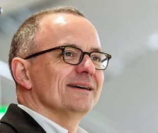 «Es hilft sicher nicht, dass das Fussballstadionimmer noch auf dem Brügglifeld ist.» –Hanspeter Hilfiker, (51, FDP), Stadtrat Aarau