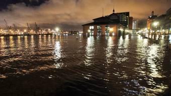Überfluteter Fischmarkt in Hamburg