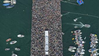 Hunderttausende Technofans raven in Zürich durch die Stadt. Am Samstag in einer Woche wird die Street Parade zum 24. Mal ausgetragen.
