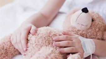 Gibt im Tessin zu reden: Eine Krankenkasse wehrt sich, einem Zwölfjährigen die Kosten für ein Krebsmedikament zu vergüten. (Symbolbild)