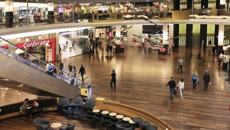 Um neun Uhr durfte das Spreitenbacher Shoppi Tivoli am Montag wieder öffnen.