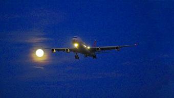Spätabends kann man noch von landenden Flugzeugen geweckt werden