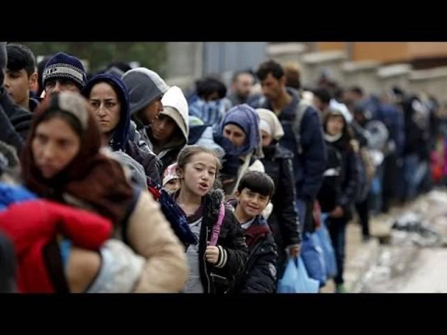 Die Flüchtlingsströme durch Slowenien – eskortiert von der Polizei