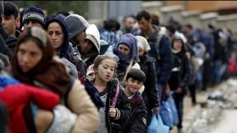 Rund 1000 Migranten und Flüchtlinge überquerten am Samstag, 24. Oktober, die Grenze zwischen Kroatien und Slowenien beim slowenischen Dorf Rigonce. Sechs Kilometer Fussmarsch ist es von dort bis zum Registrationszentrum.