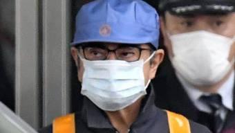 Der frühere Nissan-Manager Carlos Ghosn wird in Handwerker-Verkleidung aus der U-Haft entlassen. (Archivbild)
