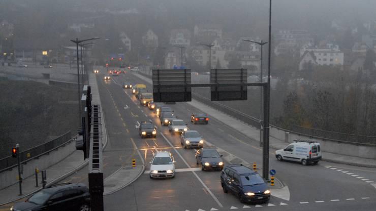 Da die Siggenthaler Brücke vereist war, musste sie die Stadtpolizei am Freitagmorgen kurzzeitig sperren lassen.