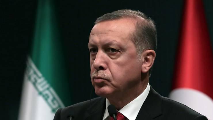 Präsident Erdogan strebt eine einstweilige Verfügung gegen den Chef des Axel-Springer-Verlags an.