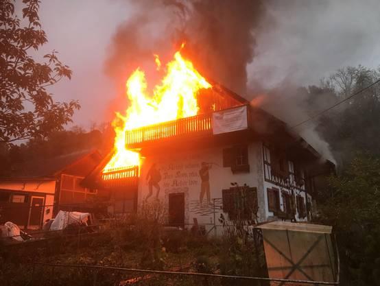 Nach ersten Erkenntnissen ist der Brand auf fahrlässigen Umgang mit Raucherwaren zurückzuführen.