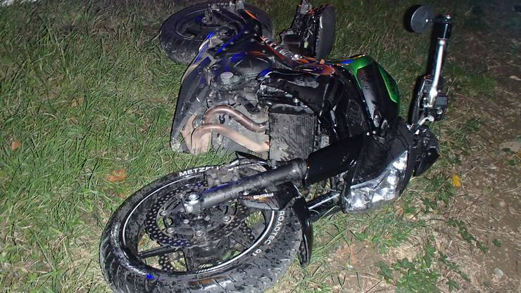 Das Motorrad des jungen Mannes nach dem Unfall.