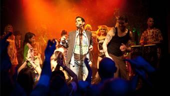 Letzte Szene auf der Bühne: Rund 80 Badener unterstützen Lolo J beim Videodreh zu «Soy un freak». Manolo C. Cano