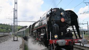 Die Dampflokomotive 141 R 1244 , die im Brugger Lokdepot steht.