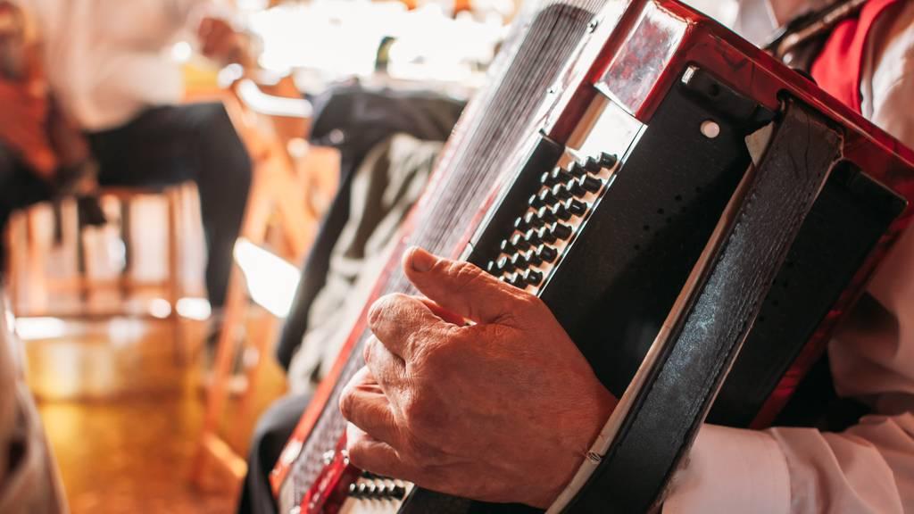 Volksmusikalische Reise vom Nordseestrand bis ins Alpenland