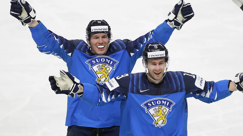 Biels neuer Stürmer Jere Sallinen (links) jubelt zusammen mit seinem Teamkollegen Mikael Ruohomaa nach Finnlands zweitem Tor im letztlich allerdings verlorenen WM-Final gegen Kanada