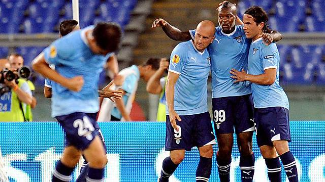Lazio-Stürmer Djibril Cissé (m.) traf per Penalty