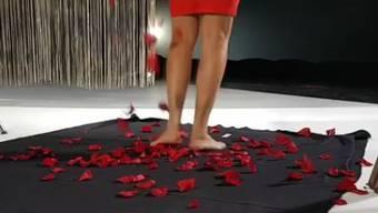 Ein Blick auf die Beine der neuen Bachelorette gewährt 3+ schon jetzt.