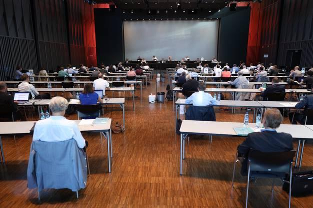 Hier können die Sicherheitsabstände besser eingehalten werden als im Schulhaus Pfaffechappe, wo Sitzungen üblicherweise stattfinden.