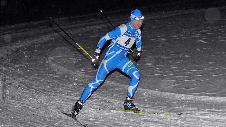 René Leder aus Holderbank gewinnt das erste Abendrennen nach zwei Jahren auf der Moosloipe in Leutwil.