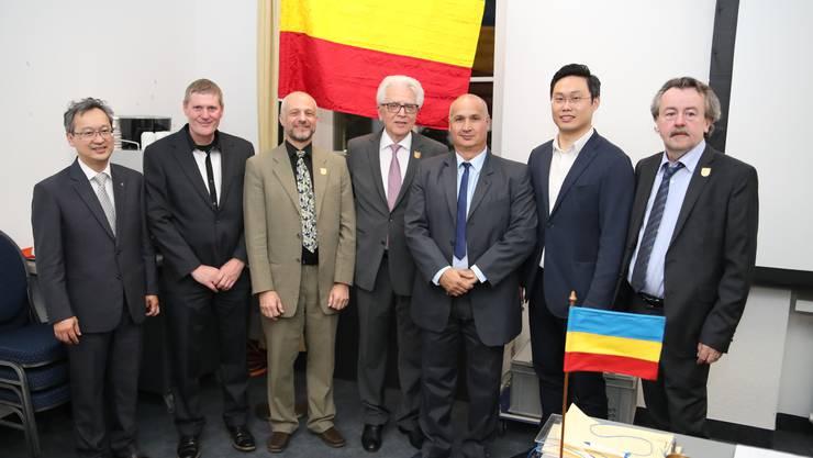 vlnr.: Thong Vo, Karl Metternich, Obmann Martin Restelli, Gaetano Serrago, Francesco Mancuso, Khai Li und Christian Maurer.
