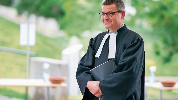 Kilian Karrer, 53 Jahre alt, am vergangenen Sonntag nach dem Gottesdienst, in dem er zum Pfarrer geweiht worden ist.