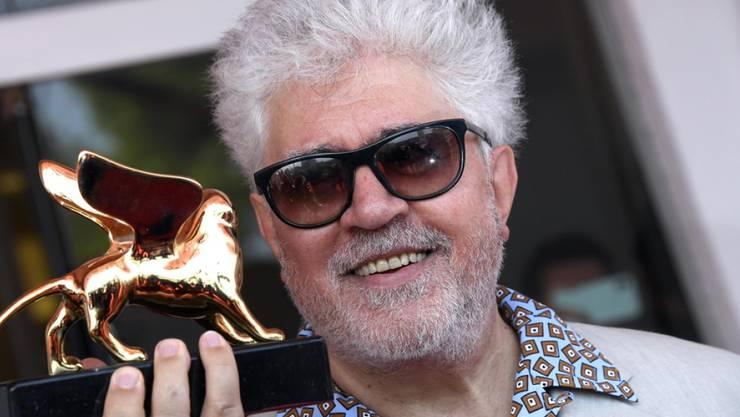 Grosse Ehre für Pedro Almodóvar: Der spanische Filmemacher wurde an den Filmfestspielen in Venedig mit dem Goldenen Löwen für sein Lebenswerk ausgezeichnet.
