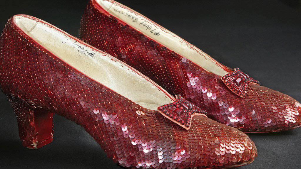 """Die berühmten rubinroten Pailletten-Pumps, die Judy Garland im Film """"The Wizard of Oz"""" trug, benötigen eine Auffrischung. Kein Problem: Von den 300'000 erforderlichen Dollar wurden innert zwei Tagen ein Drittel via Crowdfunding aufgebracht."""
