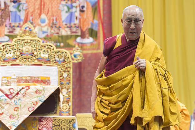 Der Dalai Lama in der St. Jakobshalle in Basel
