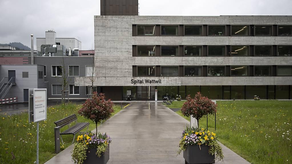Die St.Galler Regierung und der Kantonsrat wollen das Spital Wattwil schliessen - ein Referendums-Komitee kämpft für den Erhalt. Am 13. Juni 2021 entscheiden die Stimmberechtigten (Archivbild).