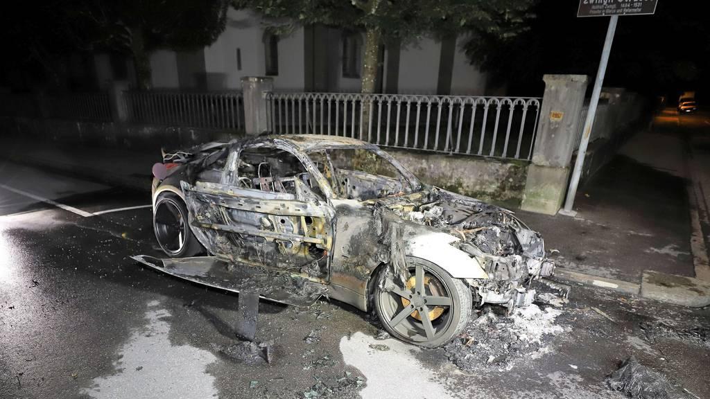 Sportwagen komplett ausgebrannt
