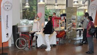 Ein bisschen Weihnachtsmarkt: Zuckerwatte im KSB.
