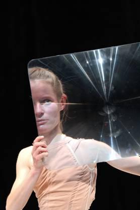 Helena Waldmann «revolver besorgen» by Oskar Henn