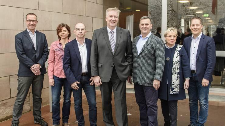 Der neue Gemeinderat Riehen von links: Daniel Hettich (LDP), Christine Kaufmann (EVP), Guido Vogel (SP), Gemeindepräsident Hansjörg Wilde, Felix Wehrli (SVP), Silvia Schweizer (FDP), Daniel Albietz (CVP)