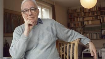 Der Schriftsteller und alt Pfarrer Kurt Marti im Jahr 2001. Am Samstag ist Kurt Marti gestorben. (Archiv)
