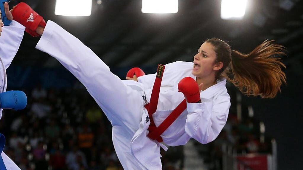 Karateka Elena Quirici (rechts) ist bei der olympischen Premiere ihrer Sportart dabei (Archivbild)