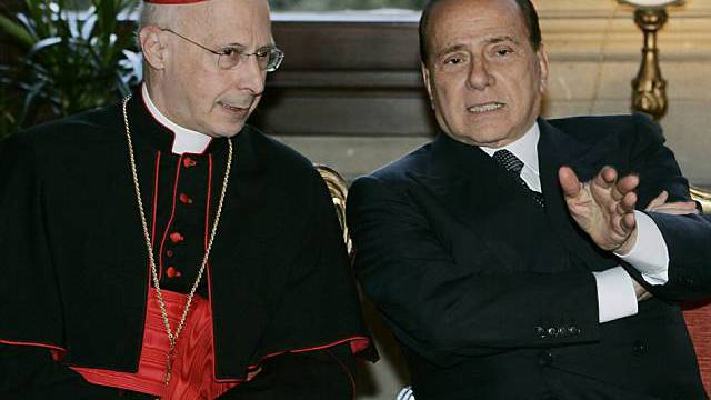Kardinal Bagnasco (l.) mit Berlusconi (r.) (Archiv)