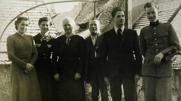 Erwin Rehmann (2.v.r.) mit seiner Familie. Sein Bruder Kurt war bereits im Militärdienst, als er noch das Lehrerseminar besuchte.Bild: zvg