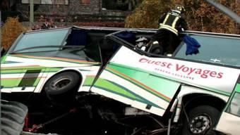 Bei dem Busunfall sind 34 Jugendliche verletzt worden (Symbolbild)