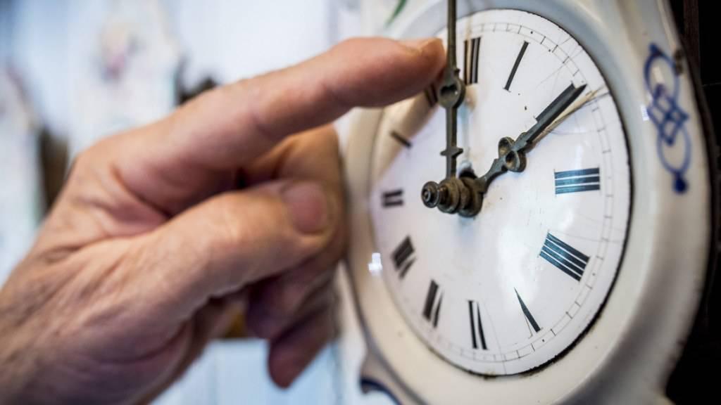 Uhren in der Nacht auf Sonntag um eine Stunde zurückgestellt