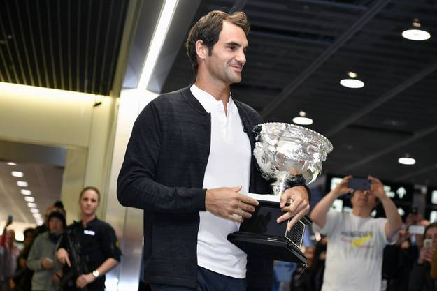Roger Federer landete am Mittag in Zürich.