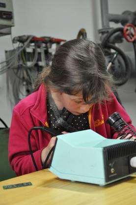 Elisa bastelt ihren Mini Magneten