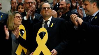 Der frisch gewählte Präsident Kataloniens Quim Torra (55) mit der gelben Schleife, die an Politiker im Gefängnis erinnert. key