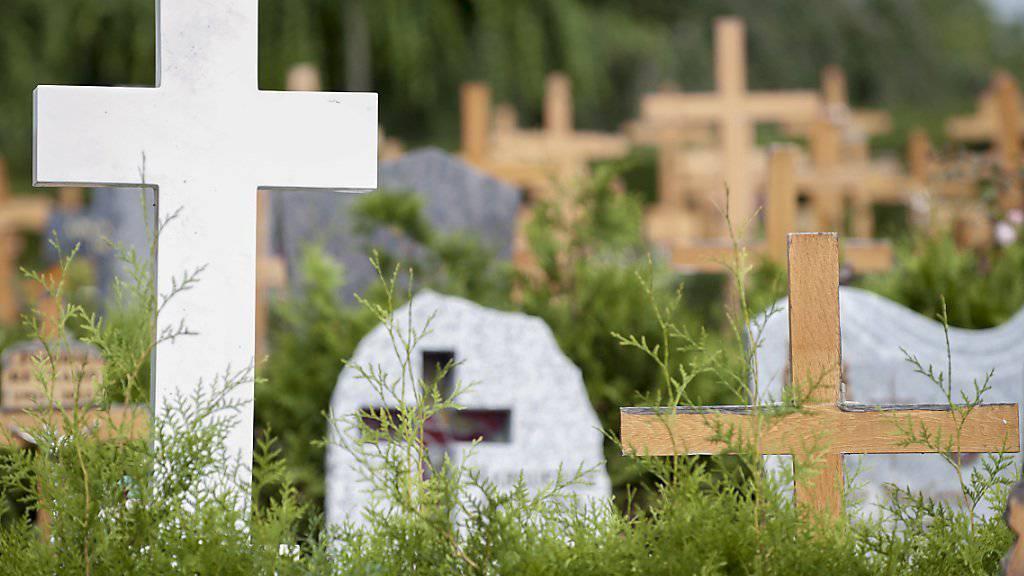Wegen der Verwechslung musste im Wallis ein Leichnam exhumiert und unter seinem richtigen Namen noch einmal bestattet werden. (Archivbild)