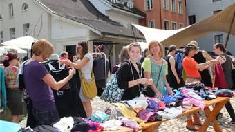 Die Auswahl an der «Frauen tauschen Kleider Börse» war gross.