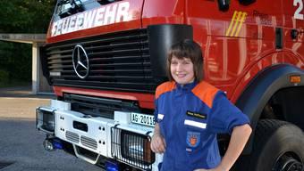 Später einmal mit dem ULF (Universallöschfahrzeug) an Einsätze zu fahren, ist Mona Hoffmanns Ziel.  cob